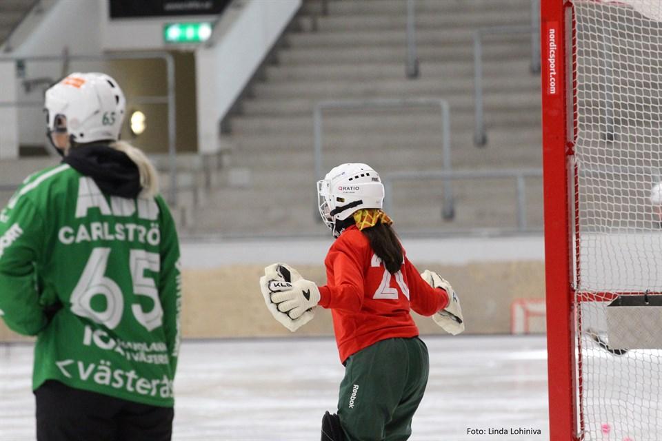 Målvaktsträning under ledning av VSK:s och landslagets Sara Carlström